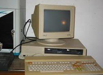 vecchio PC ingiallito